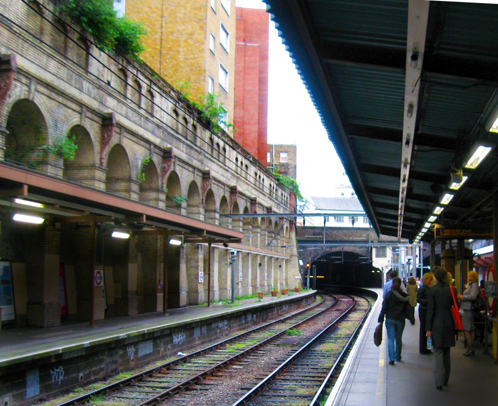 Circle-Line-Station-London-Tube