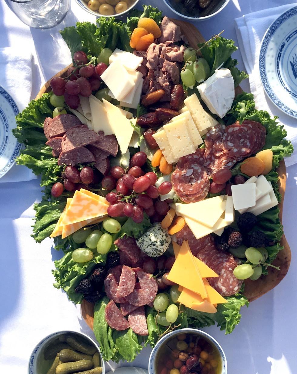 2016-9-white-picnic-cheese-tray