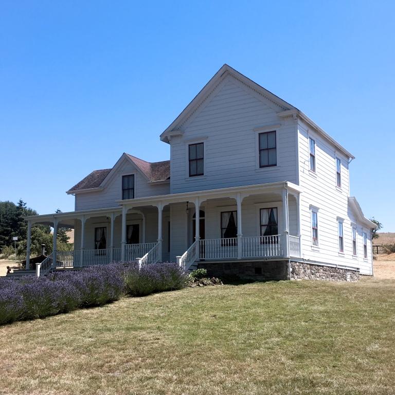 2017-7-4-Olympia-farm-house.jpg
