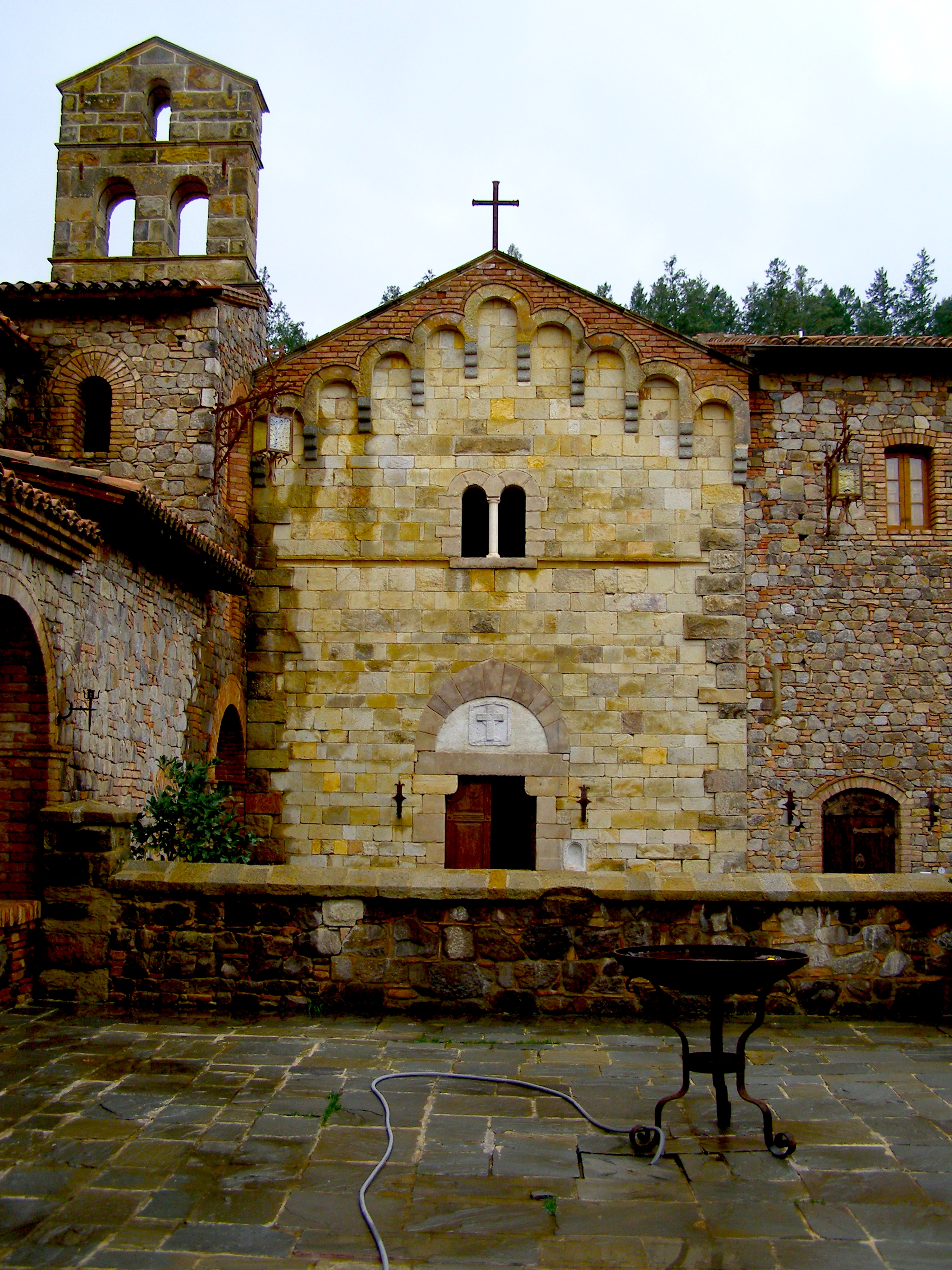 View of the Chapel at Castello di Amorosa from the cloister | Dawn Devine • davinadevine.me
